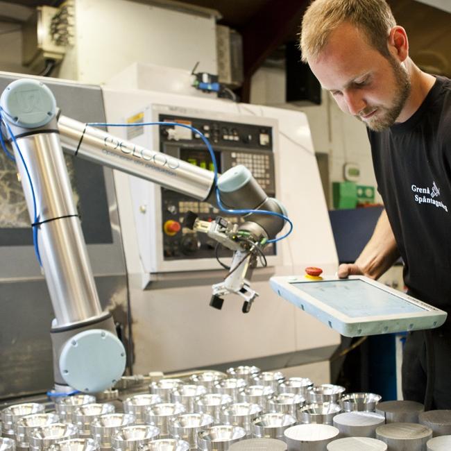 machine tending with OnRobot dual gripper