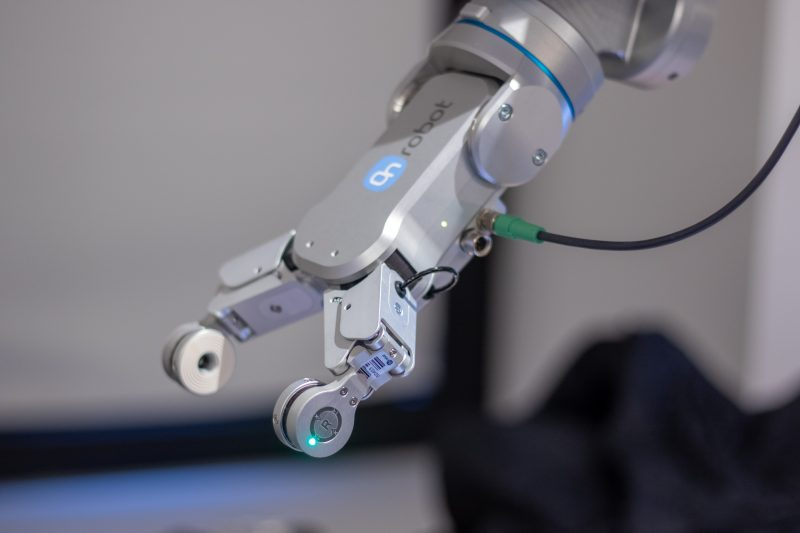 How sensors and software make smart robots: intelligent automation